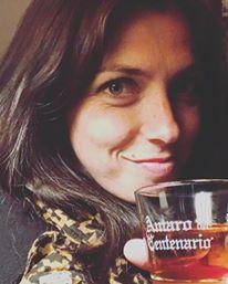 Primo piano di una bevitrice a Verona (hihihi!)